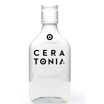 Το Πανεπιστήμιο Κύπρου ανακοινώνει πως κατόπιν εξέτασης των συμμετοχών για το σχεδιασμό της εμπορικής ετικέτας του αλκοολούχου ποτού από χαρούπι με την ονομασία Ceratonia, επέλεξε την πρόταση των κυρίων, Κωνσταντίνου Τζειρανίδη και Δημήτρη Πολίτη της εταιρίας 707designers. Ο διαγωνισμός, ο οποίος ήταν ανοιχτός σε όλους με προθεσμία υποβολής προτάσεων την 9ηΙανουαρίου 2017, αφορoύσε στο σχεδιασμό μιας σύγχρονης και ελκυστικής ετικέτας που θα κοσμήσει το μπουκάλι του ποτού που παράγεται, έπειτα από πρωτοβουλία του Πανεπιστημίου Κύπρου, από το Οινοποιείο Καμαντερένα (ΣΟΔΑΠ), σε συνεργασία με το Πανεπιστήμιο Κύπρου, το Γενικό Χημείο του Κράτους και το Ινστιτούτο Γεωργικών Ερευνών. Το Πανεπιστήμιο προτίθεται να δημιουργήσει το μεγαλύτερο φυσικό χαρουπόδασος της Kύπρου, με την καλλιέργεια, 40.000 χιλιάδων χαρουπιών, σε κρατική γη που αναμένεται να εκμισθωθεί πολύ σύντομα. Οι καρποί θα αξιοποιούνται για την παραγωγή και εμφιάλωση του εν λόγω ποτού από το Οινοποιείο Καμανταρένα (ΣΟΔΑΠ) με στόχο την εμπορική εκμετάλλευσή του. Το Πανεπιστήμιο ευχαριστεί θερμά όλους όσοι συμμετείχαν στο διαγωνισμό.